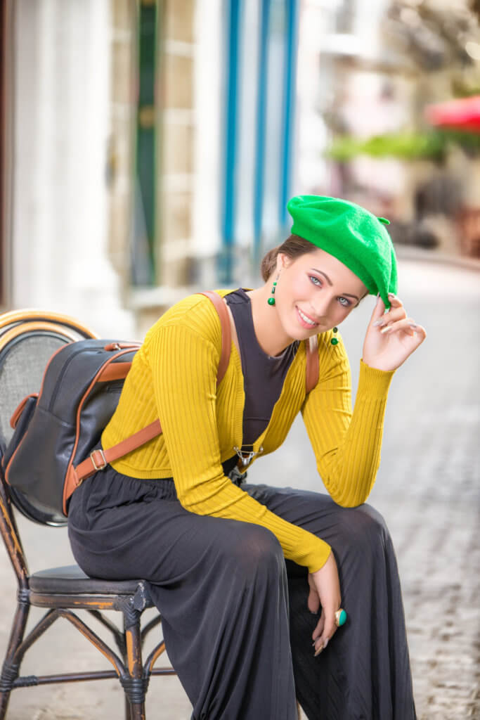 fotografia quinceañera en exteriores sentada en la habana